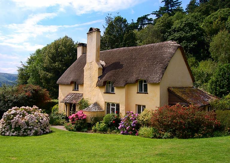beautiful thatched cottage in the countryside